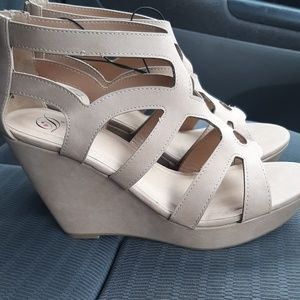Tan comfortable wedges